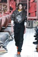 310_henrik-vibskov-menswear-fw20-paris-0449-1579364498.jpg